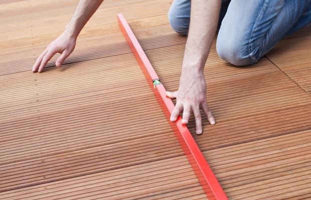 fixer planches de terrasse