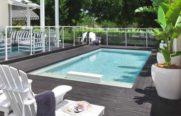 planches de terrasse grises de composite