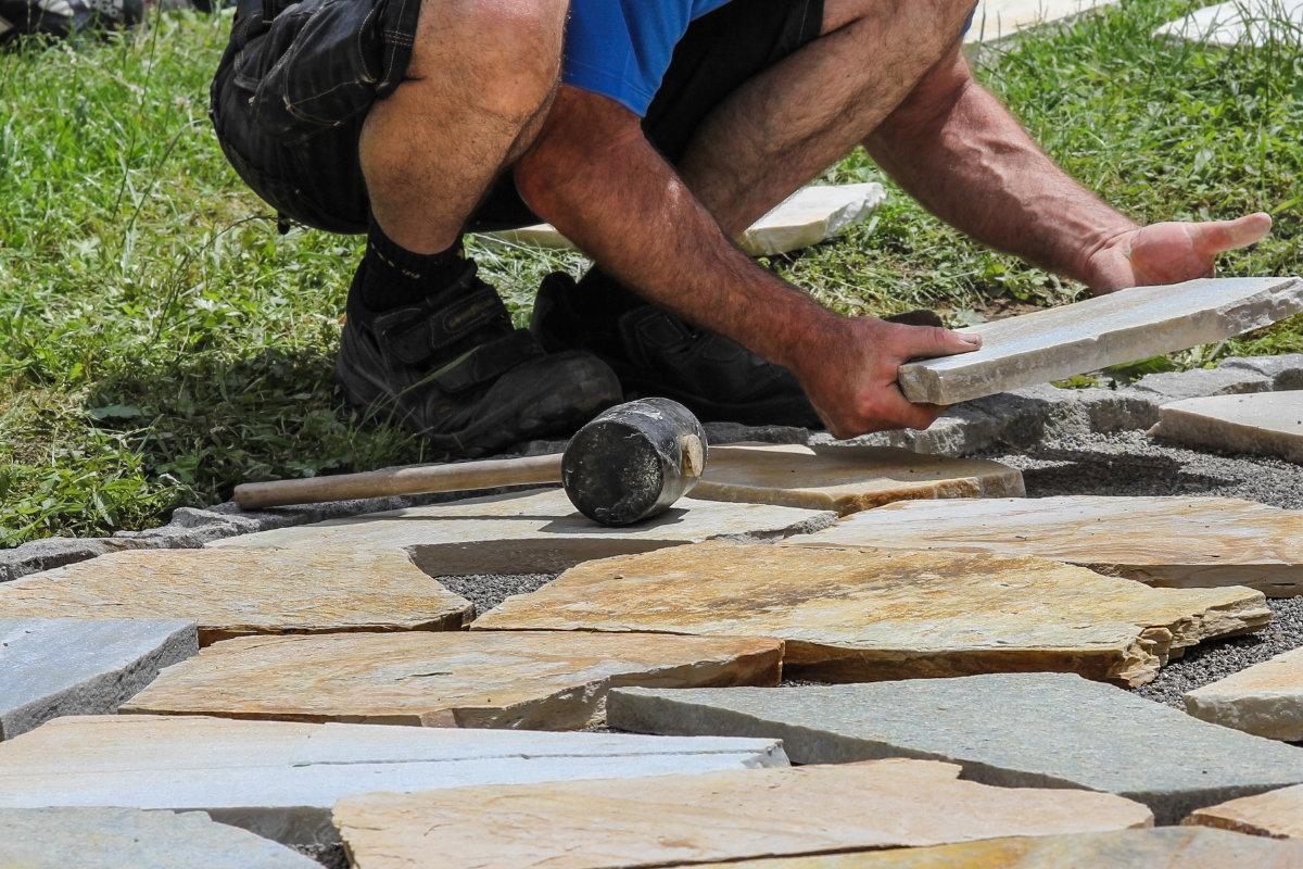 Comment Nettoyer Terrasse Pierre Naturelle terrasse pierre naturelle: prix, réalisations & conseils