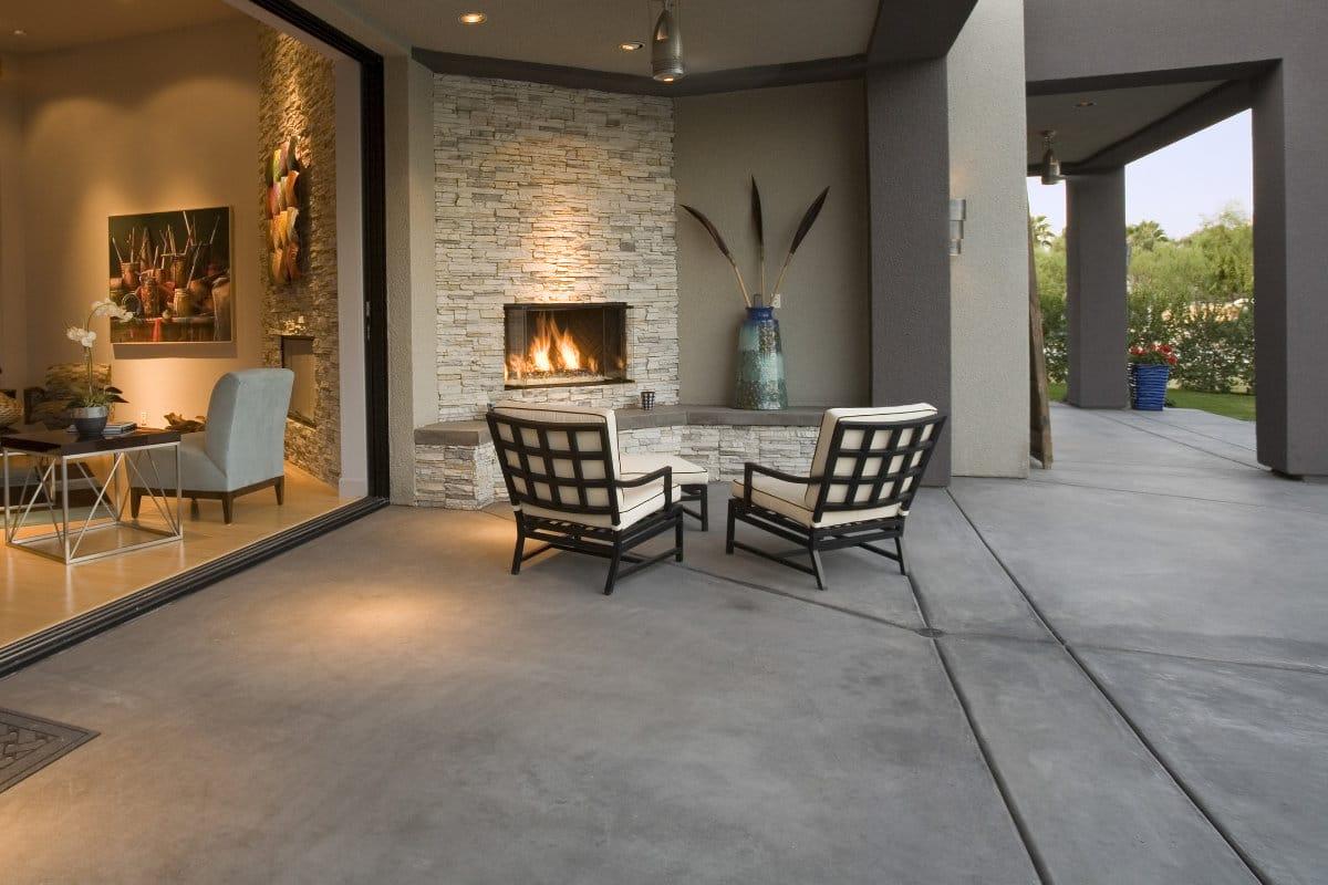 terrasse avec foyer exterieur